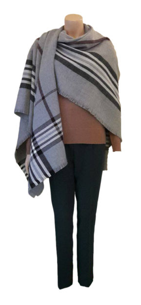 Minimum-Pullover-Sira_Modström-Hose-Tilde_Minimum-Poncho-Maritz