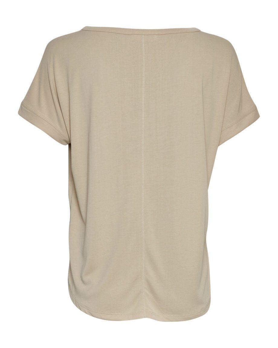 Locker geschnittenes T-Shirt aus Modal von MSCH (FENYA MODAL TEE) mit abgestepptem Saum und Ziernaht am Rücken. / Oatmeal / Rückenansicht / pussyGALORE / Leipzig
